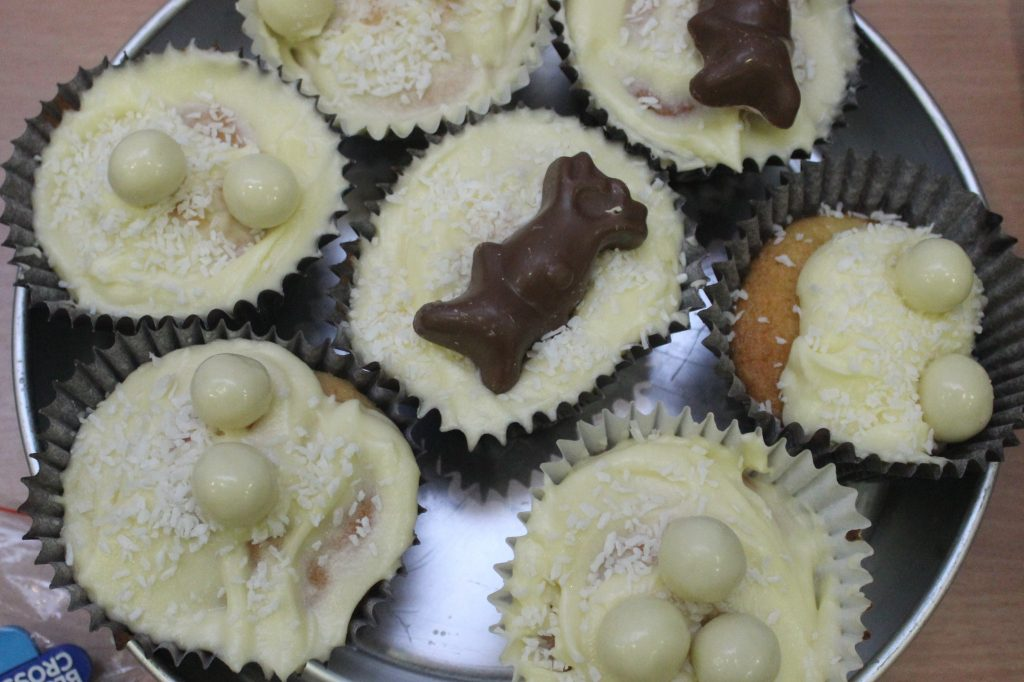 blue-cross-charity-event-cakes